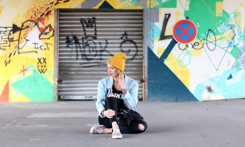 Fahionblogger Outfit Vans Disney Jeansjacke Beanie Fuchs Weebit (8)