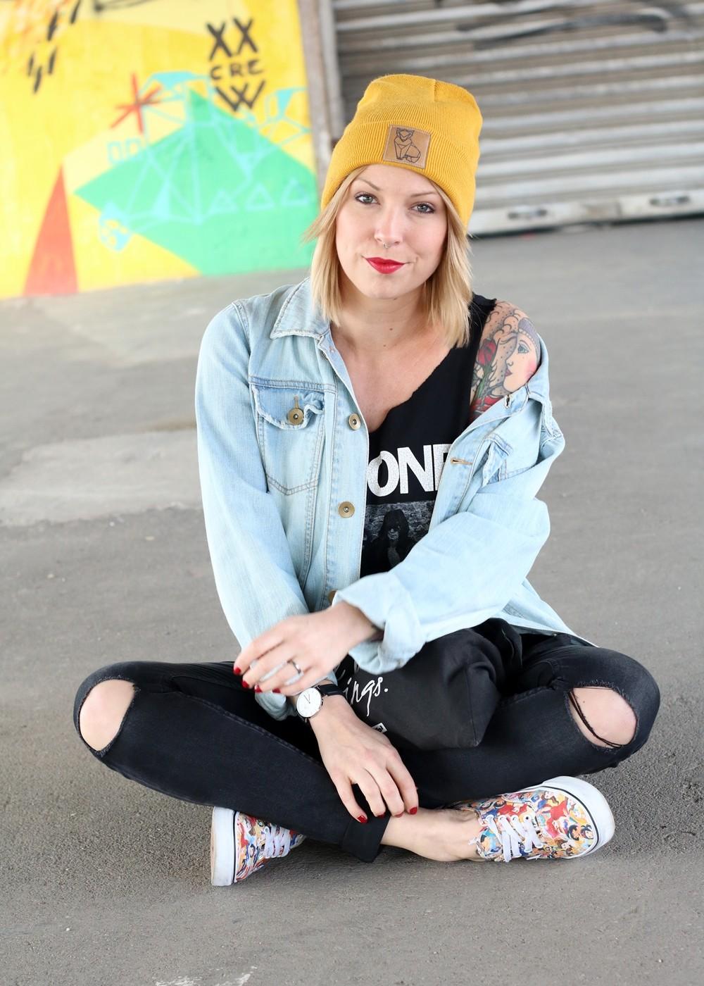 Fahionblogger Outfit Vans Disney Jeansjacke Beanie Fuchs Weebit (9)