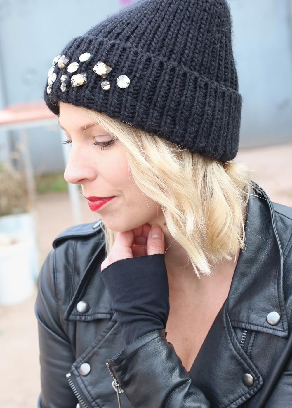 Fashionblogger Karlsruhe Outfit Kleid Lederjacke Bikerboots Beanie all in black (11)