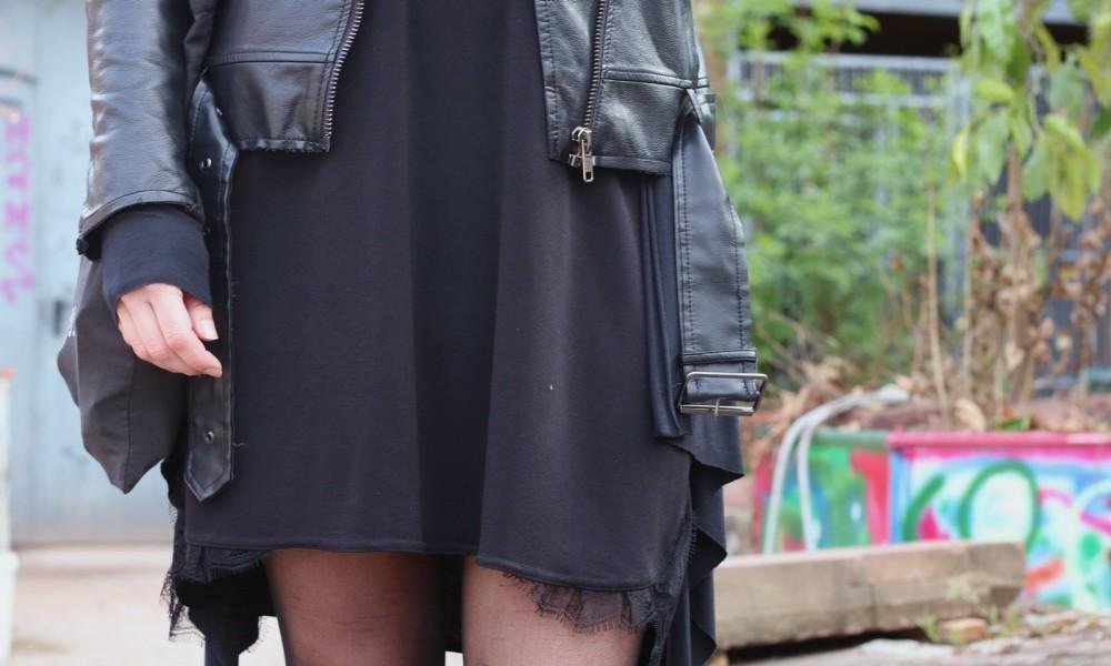 Fashionblogger Karlsruhe Outfit Kleid Lederjacke Bikerboots Beanie all in black (6)