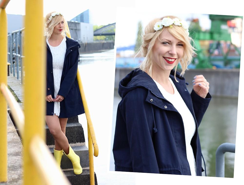 Fashionblogger Outfit Gummistiefel Asos Spitzenkleid blauer Parka Blumenhaarband (4)