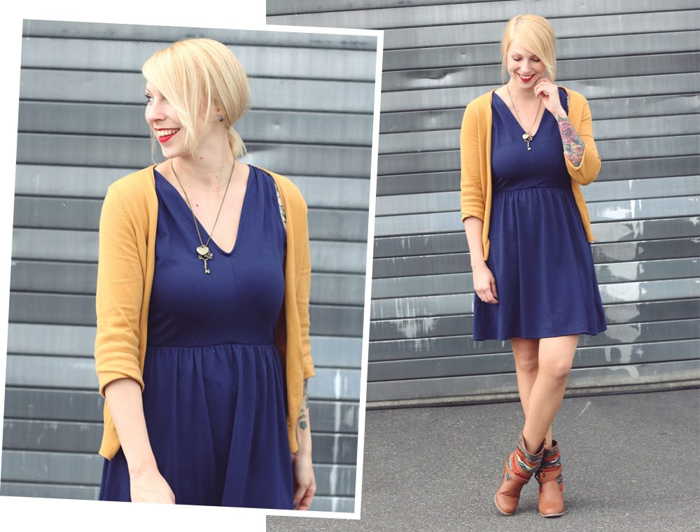 Fashionblogger Outfit blaues Kleid Cardigan senfgelb Ethnoboots (7)