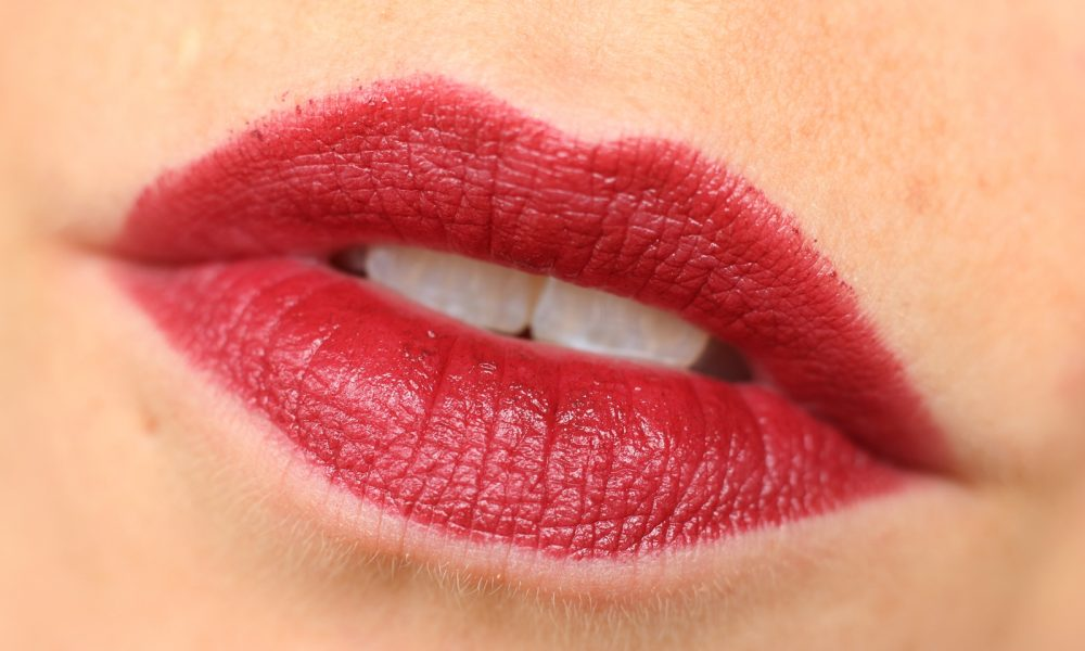Astor Perfect Stay Fabulous Lippenstift Swatch 503 Fiction Red