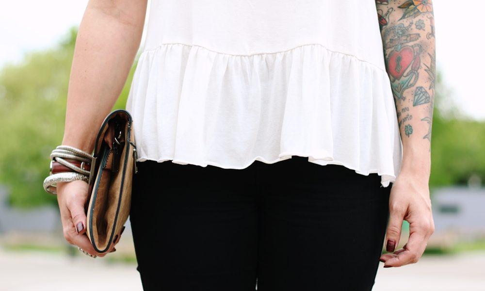 Fashionblogger Outfit Clutch Jeans Schösschentop (12)