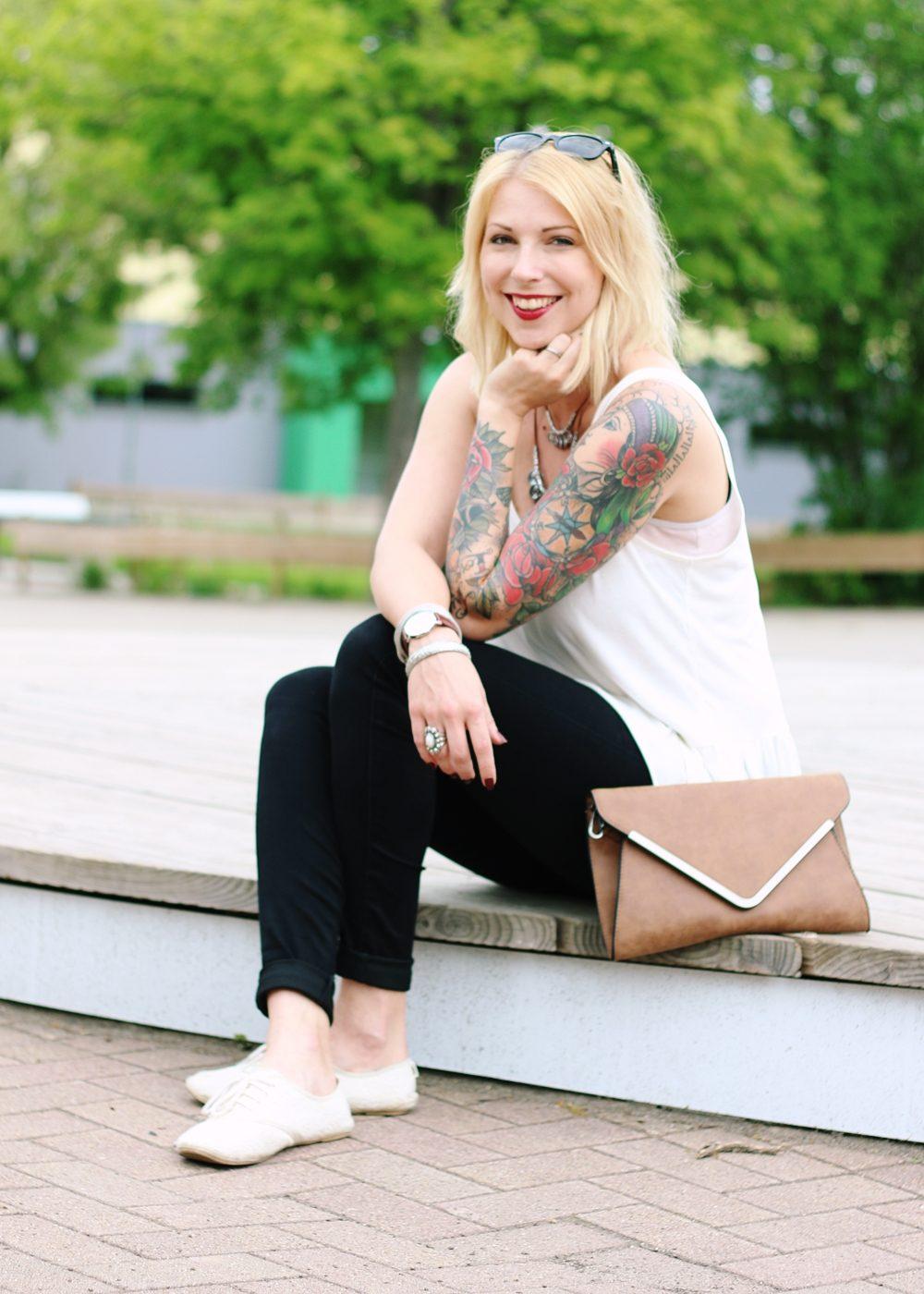 Fashionblogger Outfit Clutch Jeans Schösschentop (2)