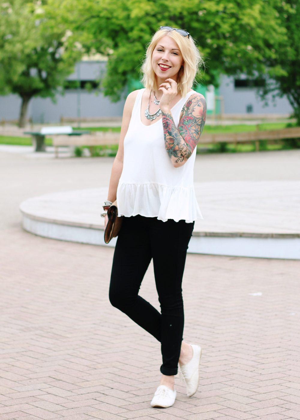 Fashionblogger Outfit Clutch Jeans Schösschentop (8)