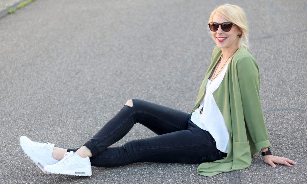 Fashionbloggerin Karlsruhe Outfit Parka Nike Air Max Sonnenbrille (14)