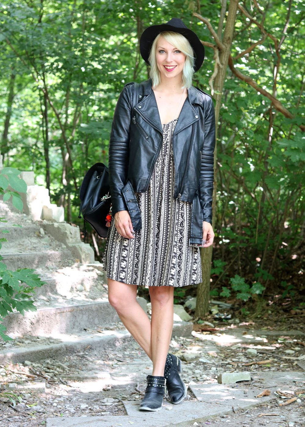 Fashinblogger Outfit Lost Places Berlin Lederjacke Ethnokleid Bikerboots Hut (13)