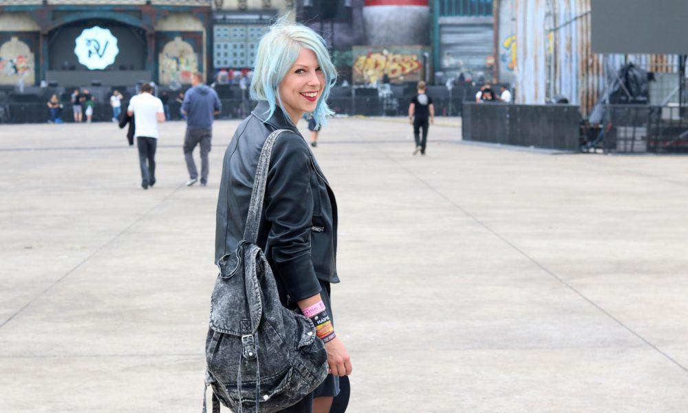 Festivaloutfit Parookaville Bikerlook Hut blaue Haare Fashionblogger (6)