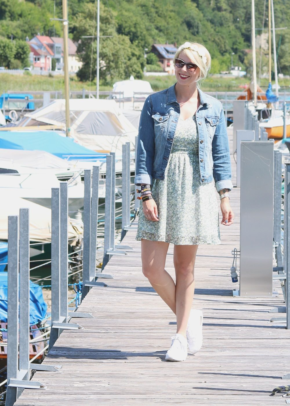 Fashionblogger Outfit Bodensee Blümchenkleid Jeansjacke Nike Air Max Sonnenbrille Gerry Weber (1)
