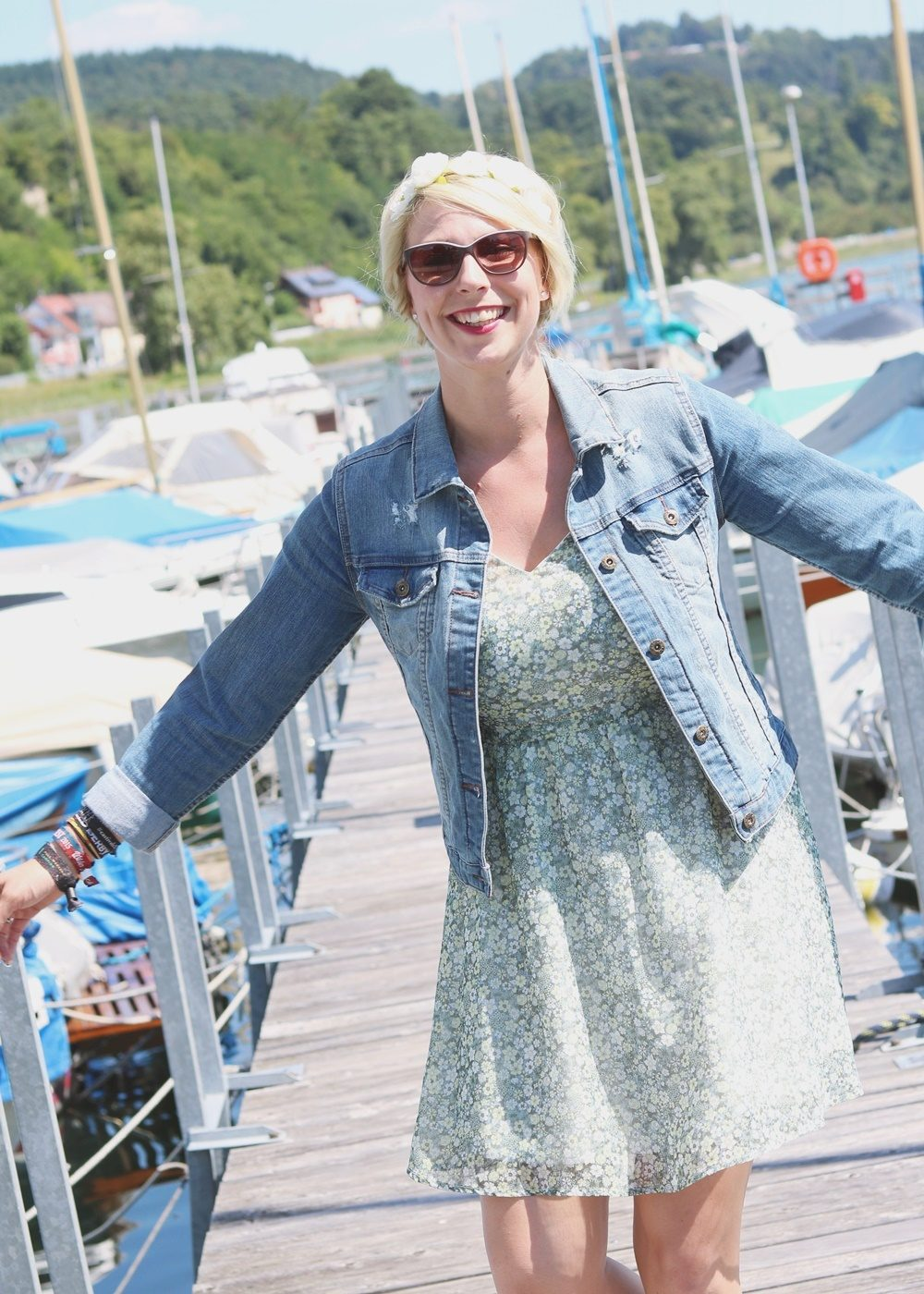 Fashionblogger Outfit Bodensee Blümchenkleid Jeansjacke Nike Air Max Sonnenbrille Gerry Weber (8)