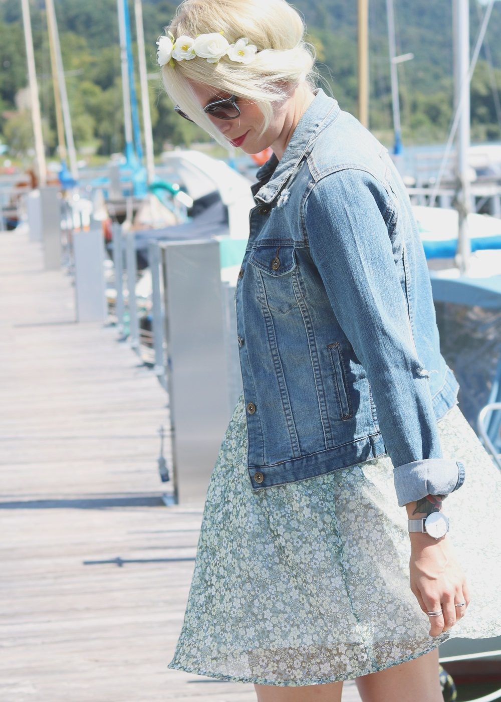 Fashionblogger Outfit Bodensee Blümchenkleid Jeansjacke Nike Air Max Sonnenbrille Gerry Weber (9)