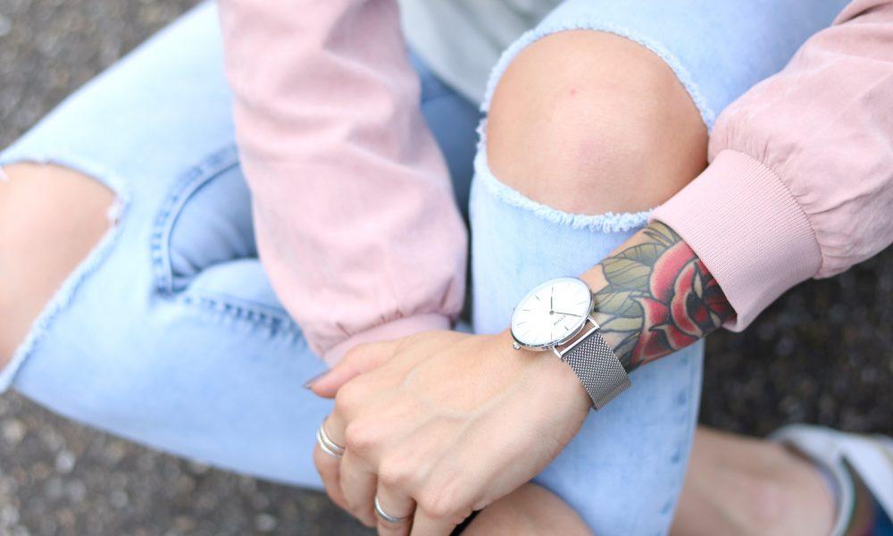 Fashionbloggerin Karlsruhe Outfit rosa Blousonjacke Puma Sneaker Jeans Cluse Uhr (30)