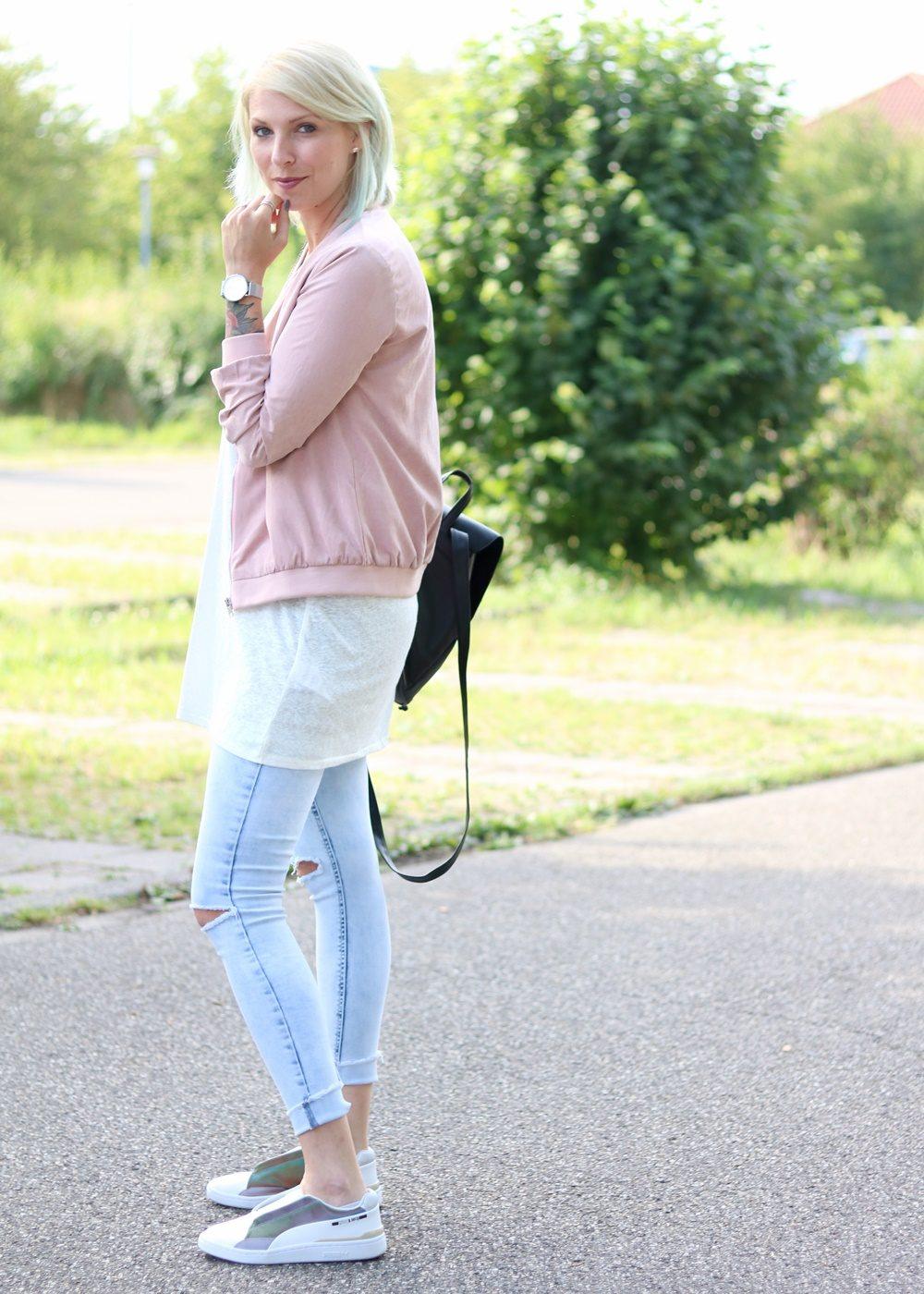 Fashionbloggerin Karlsruhe Outfit rosa Blousonjacke Puma Sneaker Jeans Cluse Uhr (9)