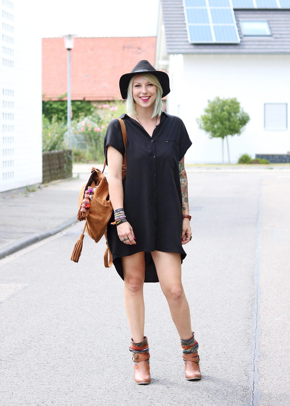 Fashionbloggerin Outfit Blusenkleid Zara Ethnoboots Fransenrucksack Justfab (2)