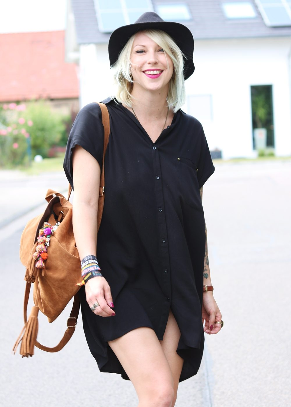 Fashionbloggerin Outfit Blusenkleid Zara Ethnoboots Fransenrucksack Justfab (5)