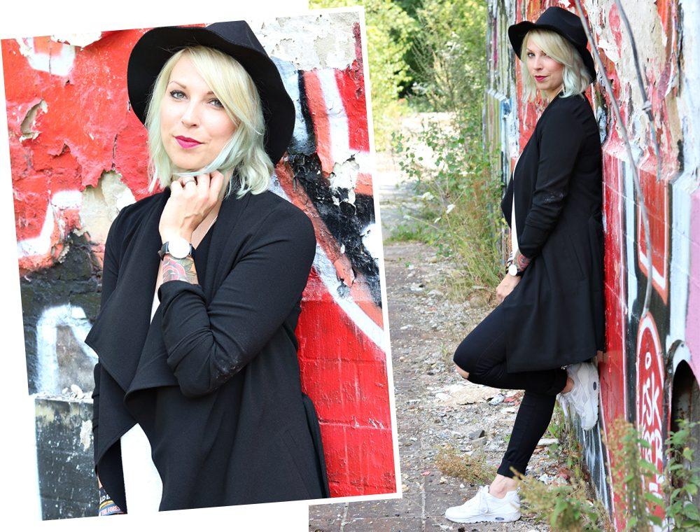 Lost Places Berlin Fashionblogger Outfit Jeans weisse Sneaker Deichmann schwarzer Mantel (26)