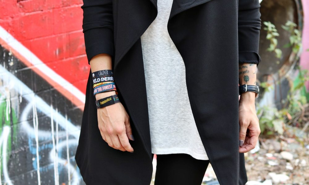Lost Places Berlin Fashionblogger Outfit Jeans weisse Sneaker Deichmann schwarzer Mantel (28)