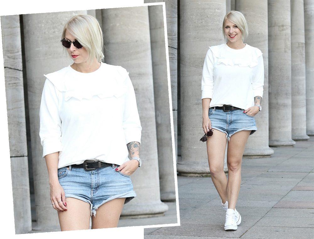 Fashionblogger Berlin Outfit Jeansshorts weisse Lederchucks Swater Rüschen Michalsky Sonnenbrille (11)