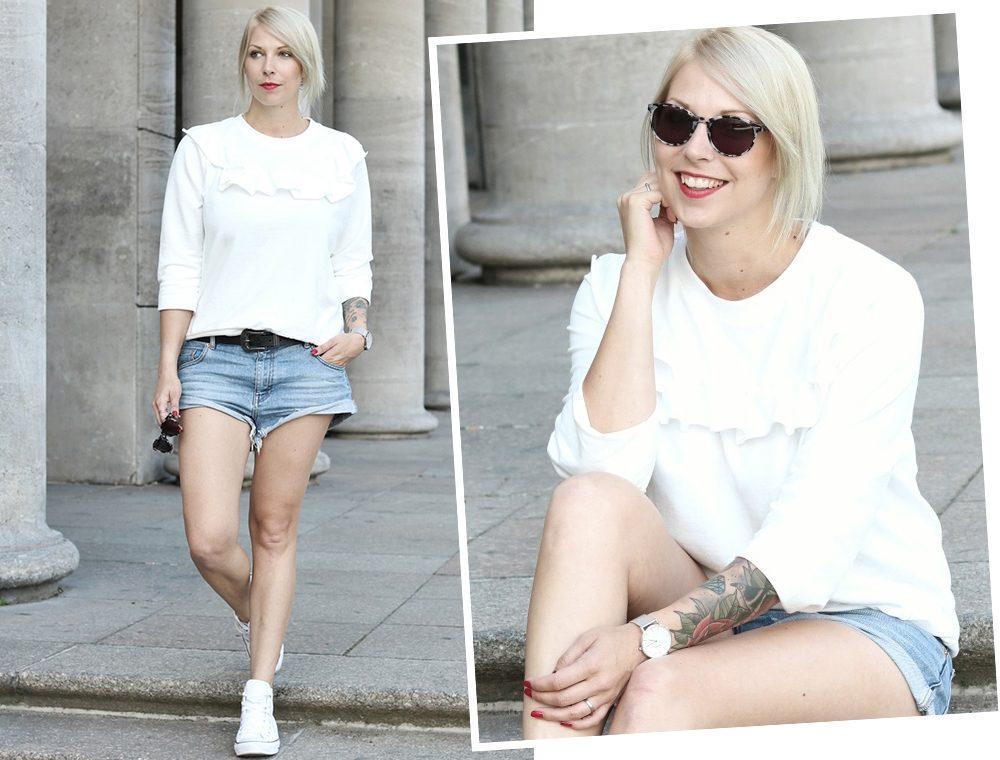 Fashionblogger Berlin Outfit Jeansshorts weisse Lederchucks Swater Rüschen Michalsky Sonnenbrille (12)