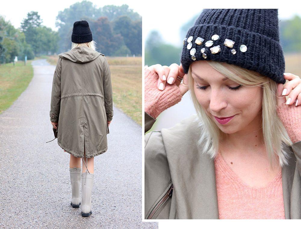 Fashionblogger Outfit Gummistiefel Ilse Jacobsen Strickkleid rosa Parka khaki Oversize Beanie mit Glitzersteinen (1)