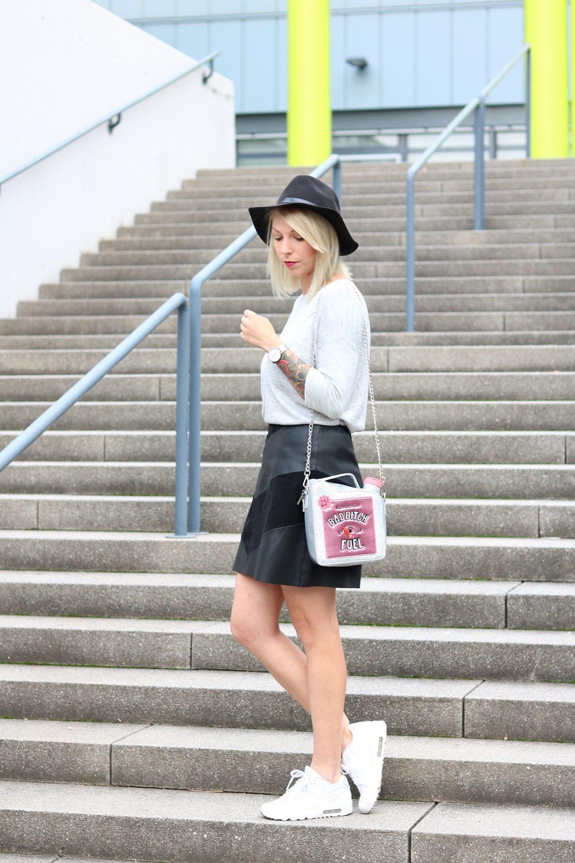 Fashionblogger Outfit Lederrock Zara Hut weisse Sneaker Nike Bad Bitch Fuel Tasche Asos (16)