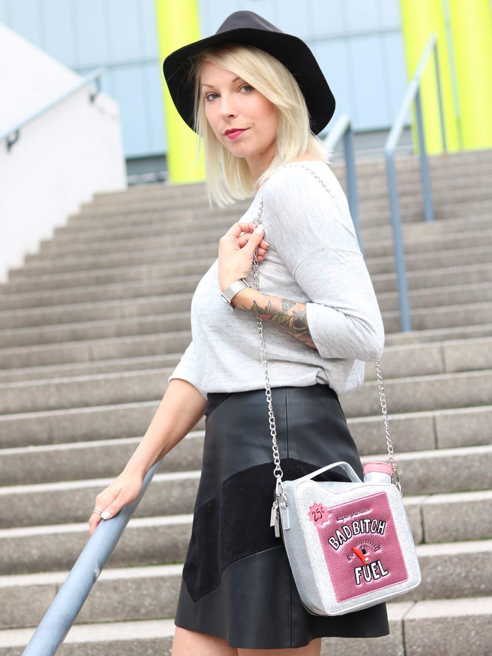 Fashionblogger Outfit Lederrock Zara Hut weisse Sneaker Nike Bad Bitch Fuel Tasche Asos (18)