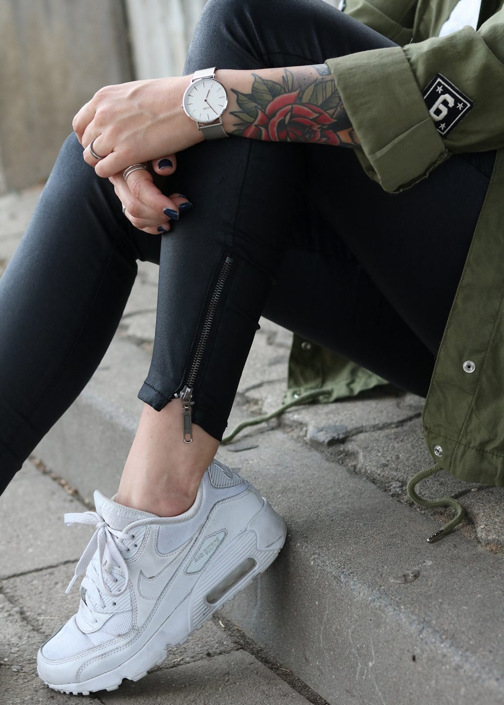 Fashionblogger Outfit Parka Patches Nike Air Max Sneaker schwarze Skinnyjeans gewachst (14)