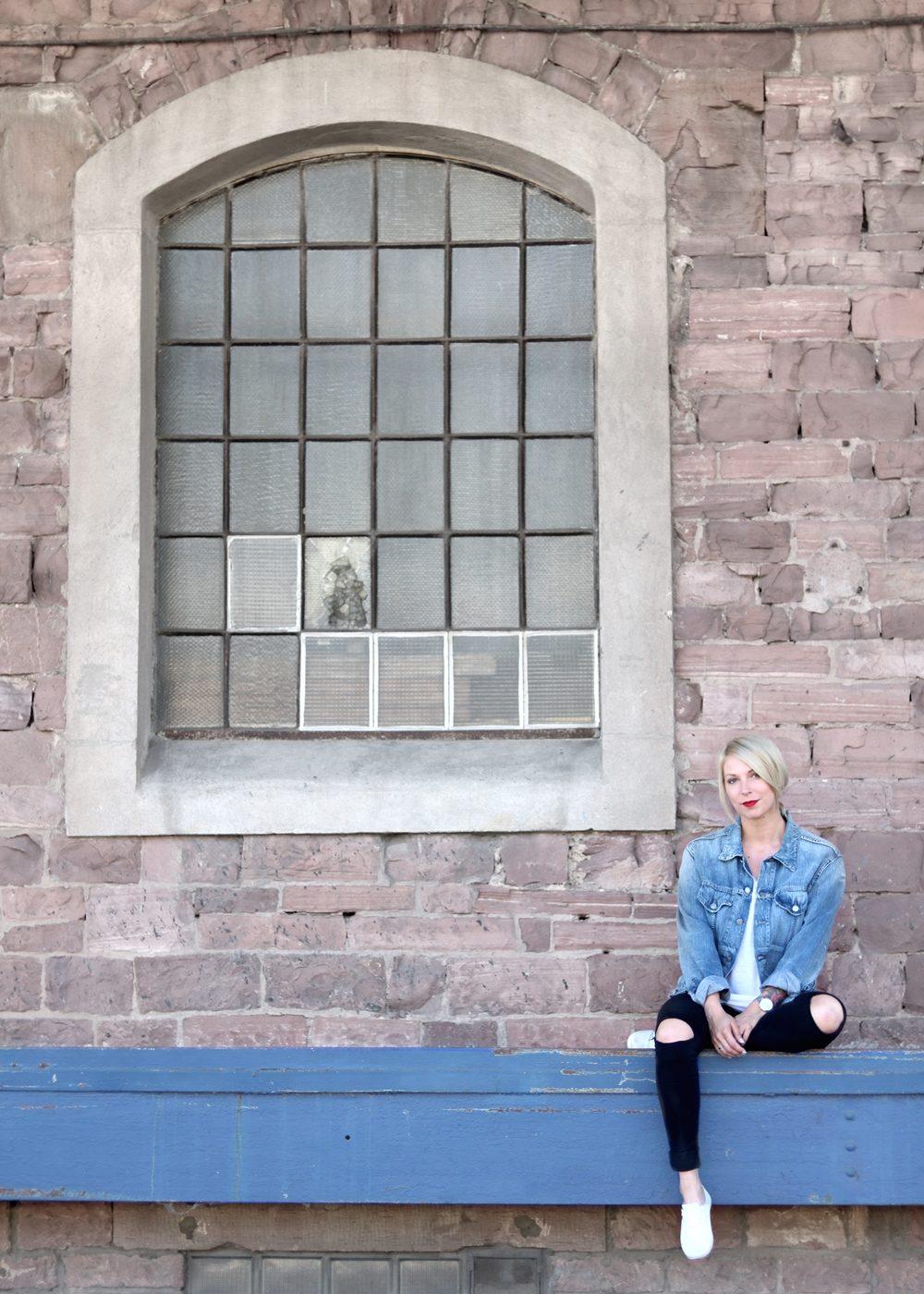 fashionbloggerin-karlsruhe-outfit-jeansjacke-armani-skinny-jeans-only-sneaker-2