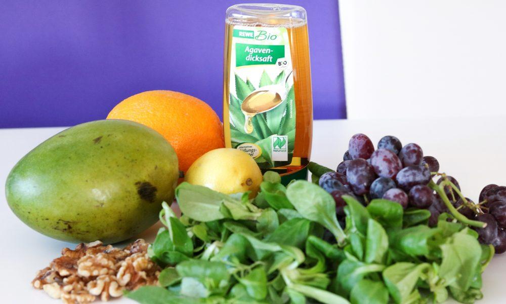 feldsalat-mit-trauben-karamellisierten-walnuessen-und-mangosdressig