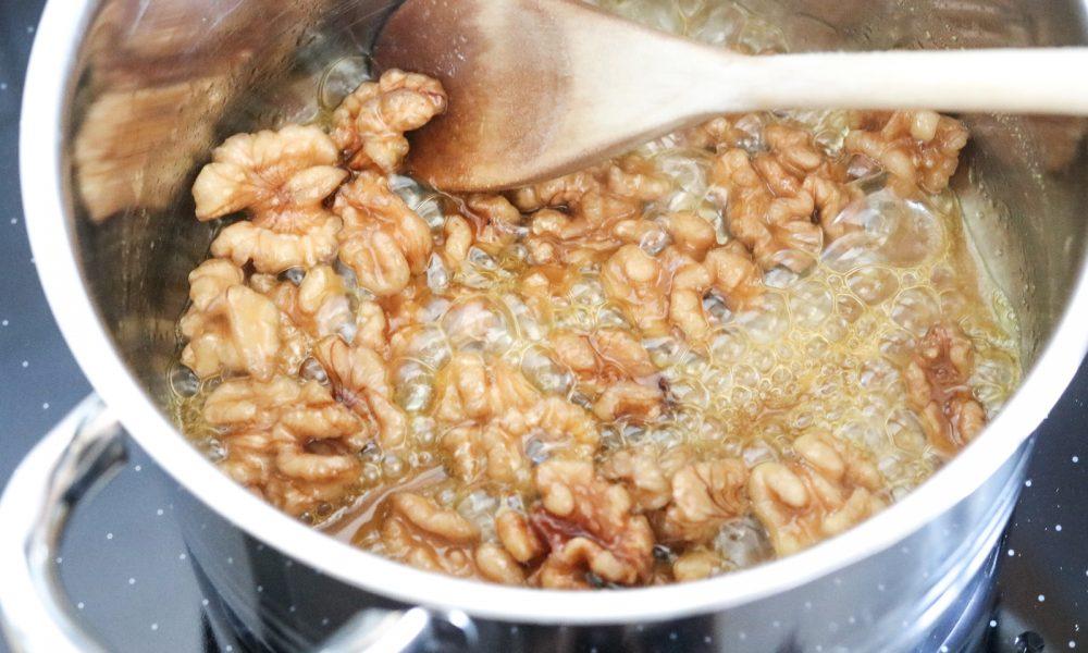 feldsalat-mit-trauben-karamellisierten-walnuessen-und-mangosdressig-3