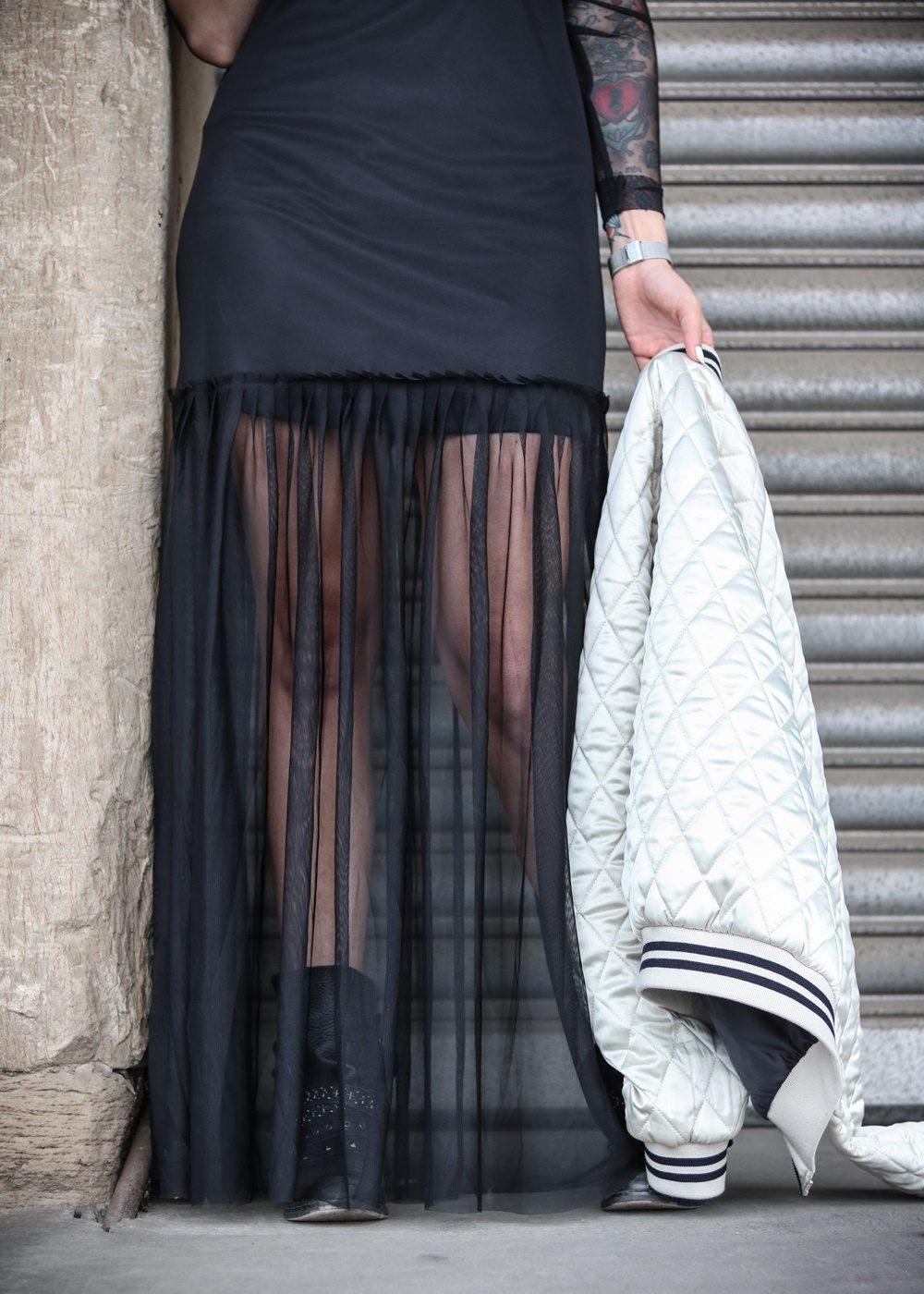 outfit-bomberjacke-transparentes-kleid-stradivarius