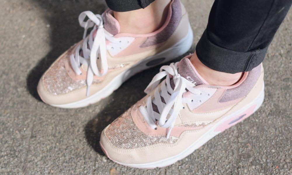 outfit-sneaker-deichmann-pailetten-rose