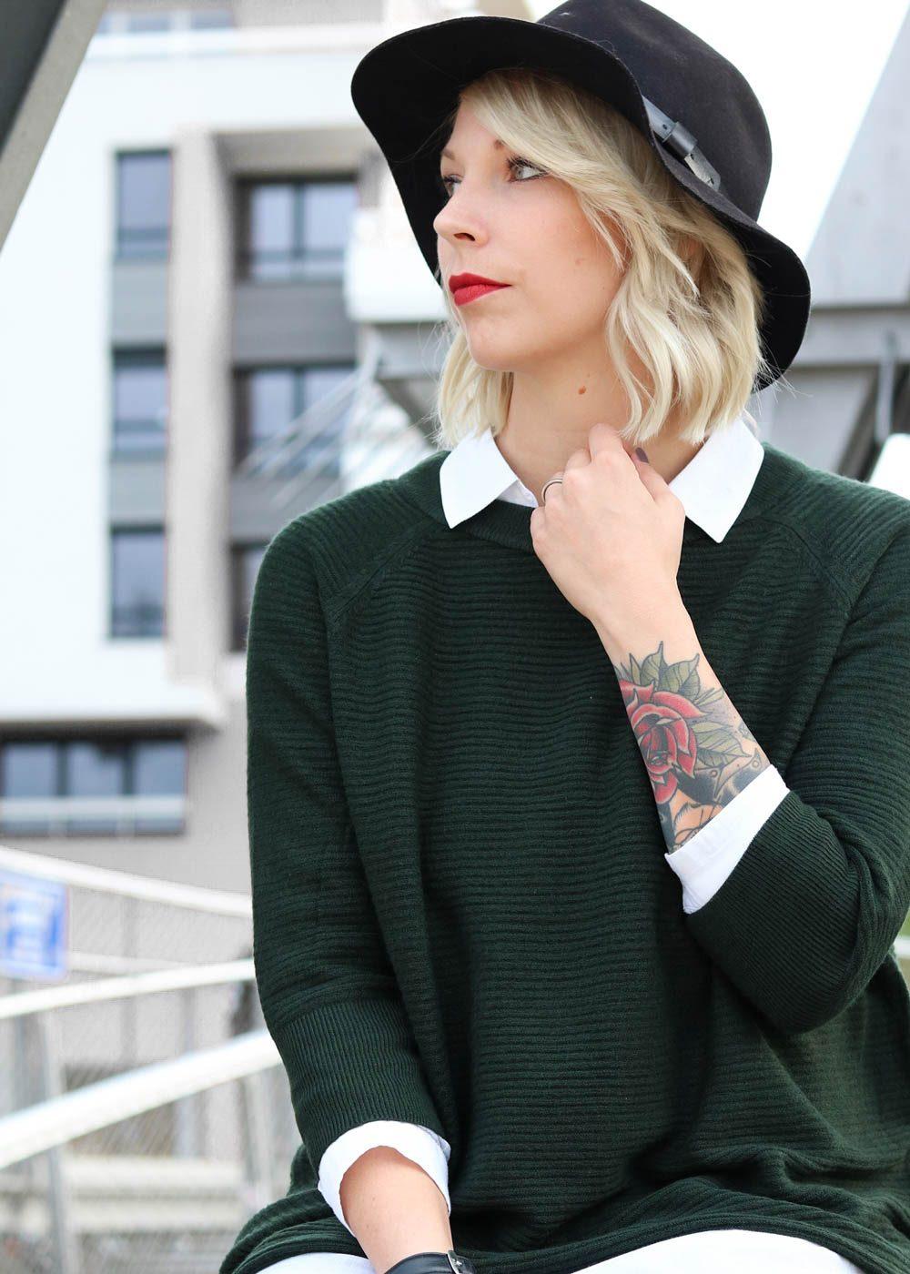 outfit-gruener-strickpullover-weisse-bluse-schwarze-jeans-19-von-20