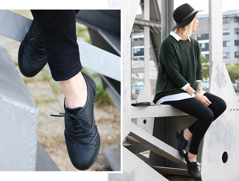 outfit-gruener-strickpullover-weisse-bluse-schwarze-jeans-2