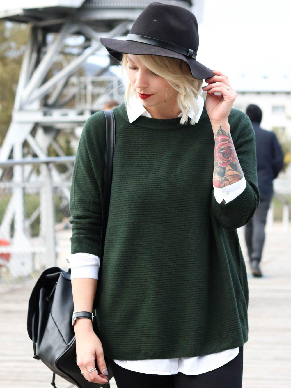 outfit-gruener-strickpullover-weisse-bluse-schwarze-jeans-6-von-20