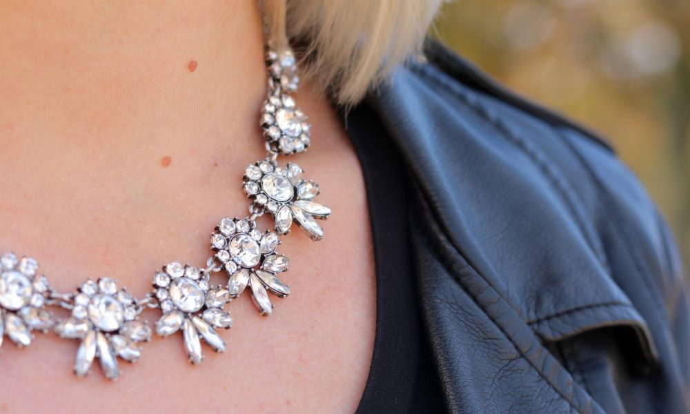 fashionblogger-karlsruhe-outfit-lila-tuellrock-asos-shirt-pumps-tamaris-schwarzer-hut-16