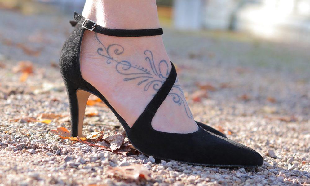 fashionblogger-karlsruhe-outfit-lila-tuellrock-asos-shirt-pumps-tamaris-schwarzer-hut-20
