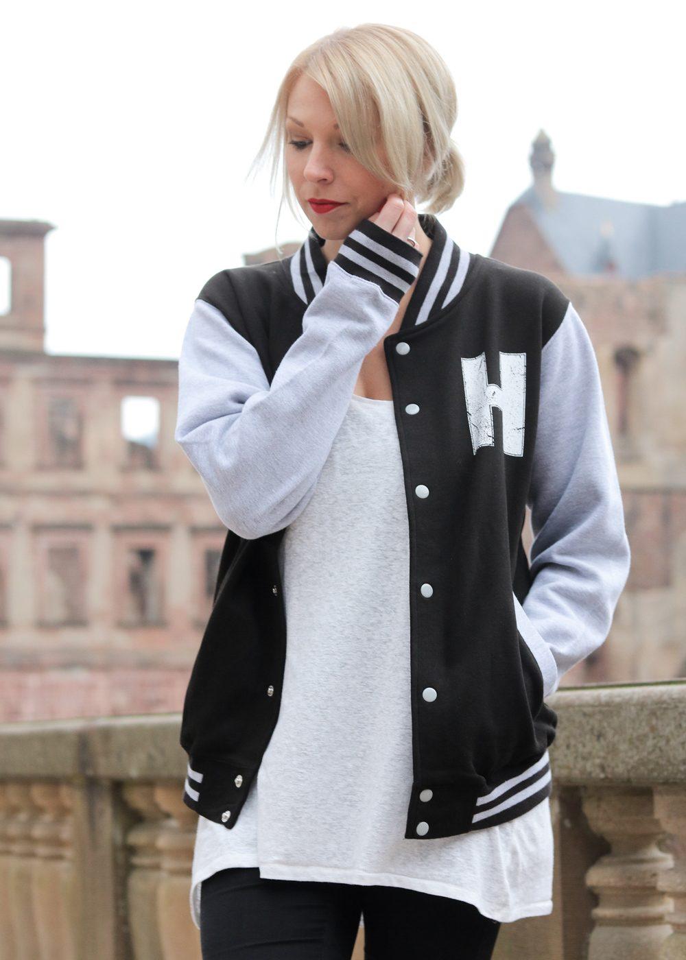 fashionblogger-outfit-emp-hogwarts-collegajcke-converse-lederchucks-skinnyjeans-13-von-20