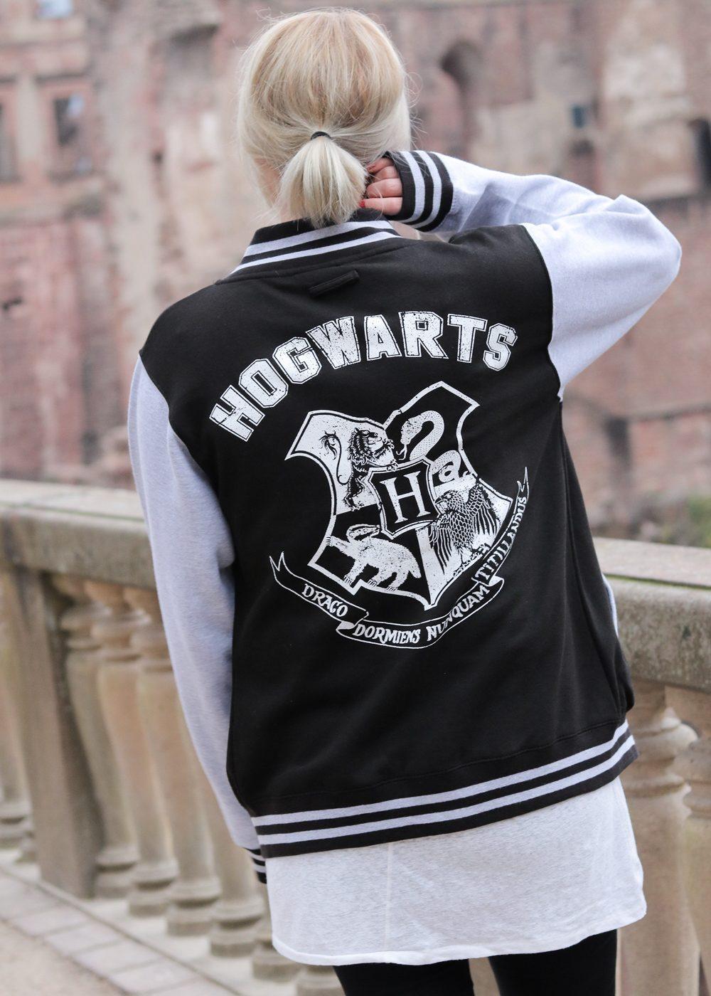 fashionblogger-outfit-emp-hogwarts-collegajcke-converse-lederchucks-skinnyjeans-14-von-20