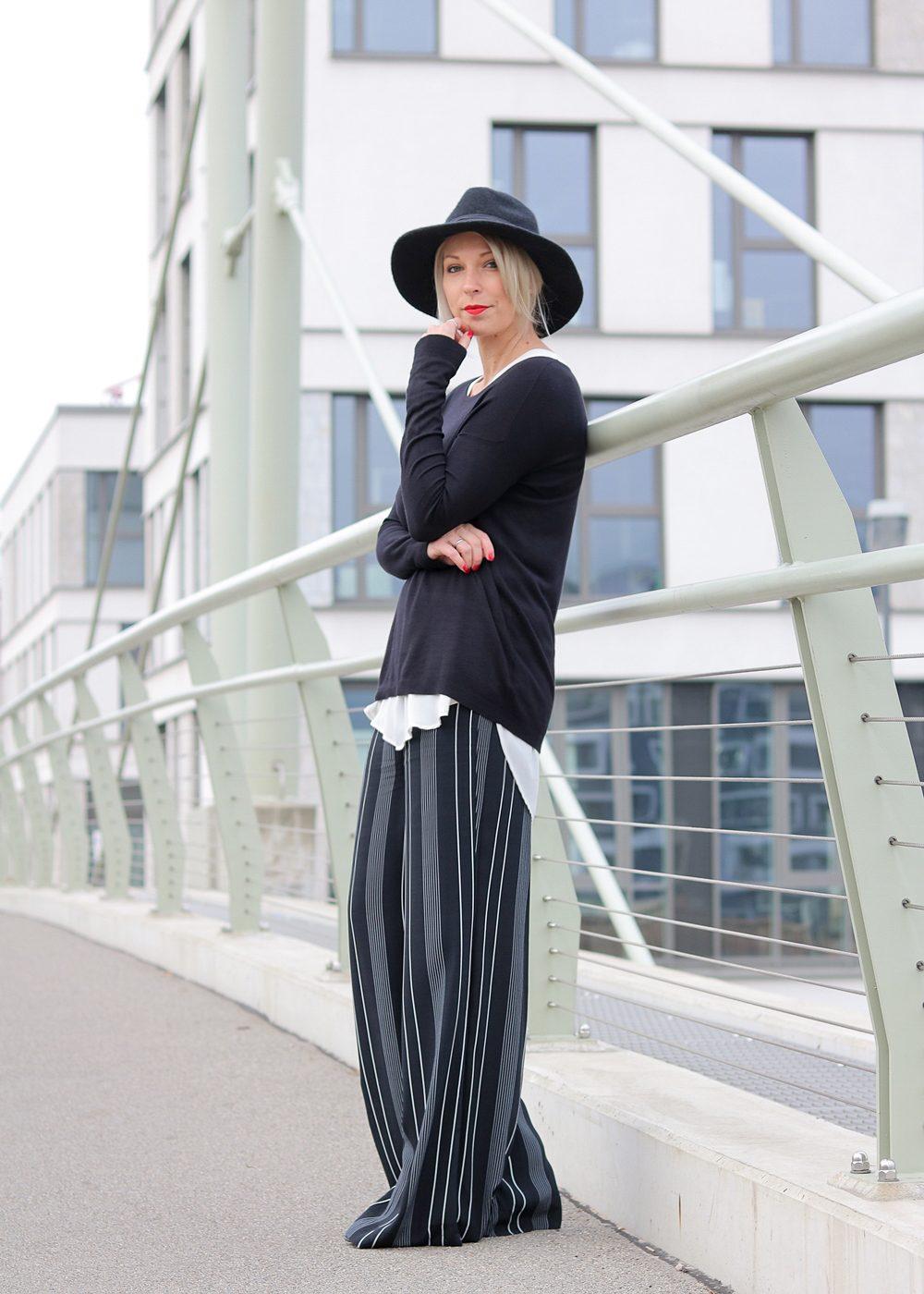 fashionblogger-outfit-palazzohose-streifen-mango-sweater-hut-2-von-17