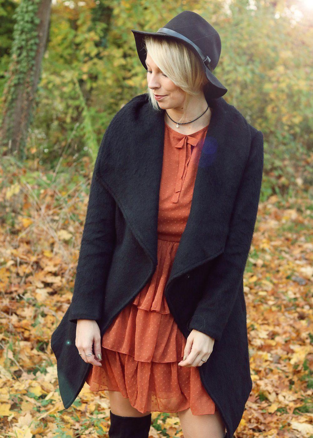 modeblogger-karlsruhe-outfit-herbst-kleid-vero-moda-rostrot-schwarzer-mantel-overknees-13-von-27