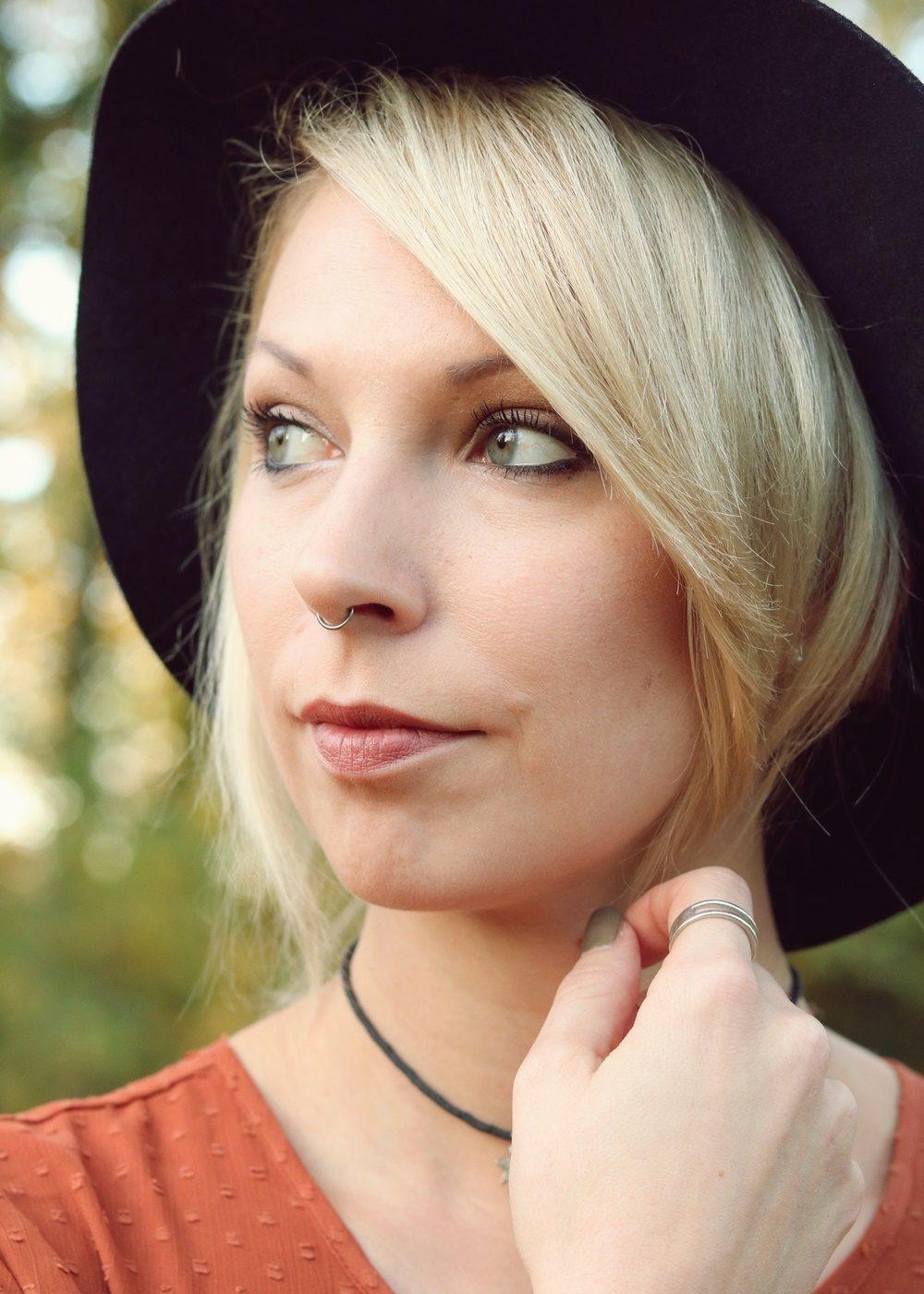 modeblogger-karlsruhe-outfit-herbst-kleid-vero-moda-rostrot-schwarzer-mantel-overknees-17-von-27