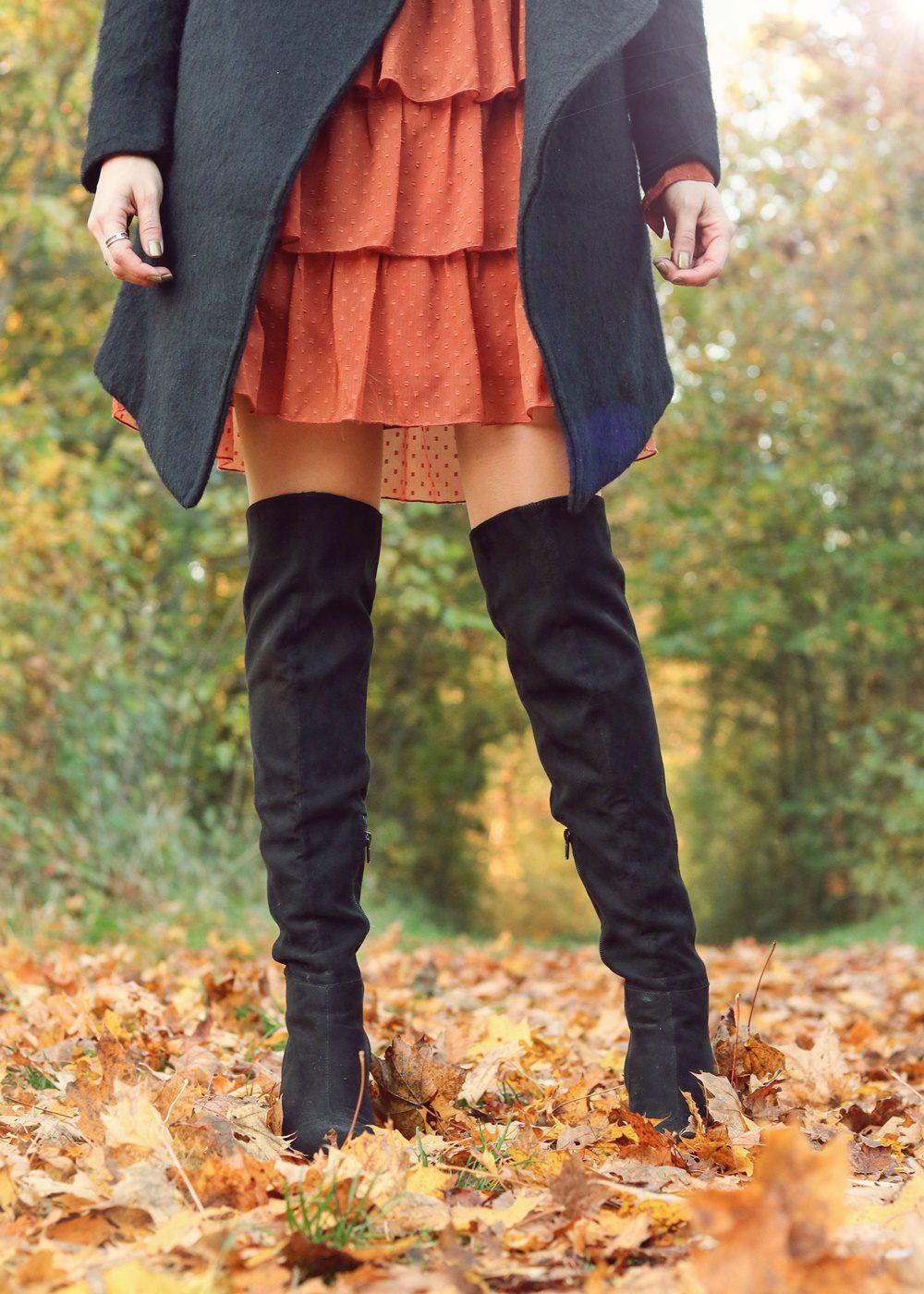 modeblogger-karlsruhe-outfit-herbst-kleid-vero-moda-rostrot-schwarzer-mantel-overknees-24-von-27