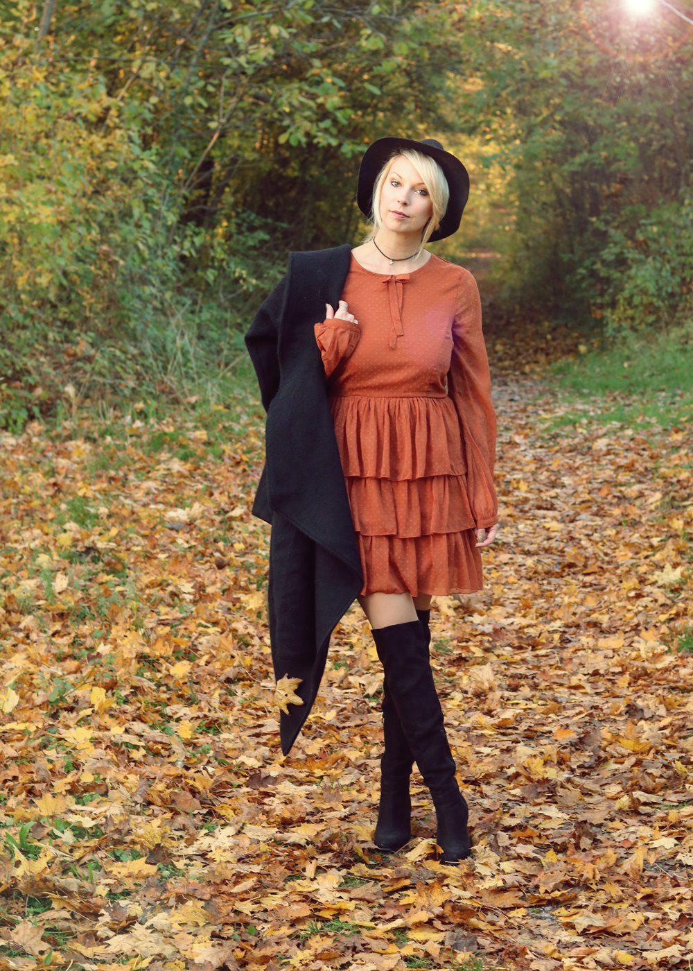 modeblogger-karlsruhe-outfit-herbst-kleid-vero-moda-rostrot-schwarzer-mantel-overknees-8-von-27