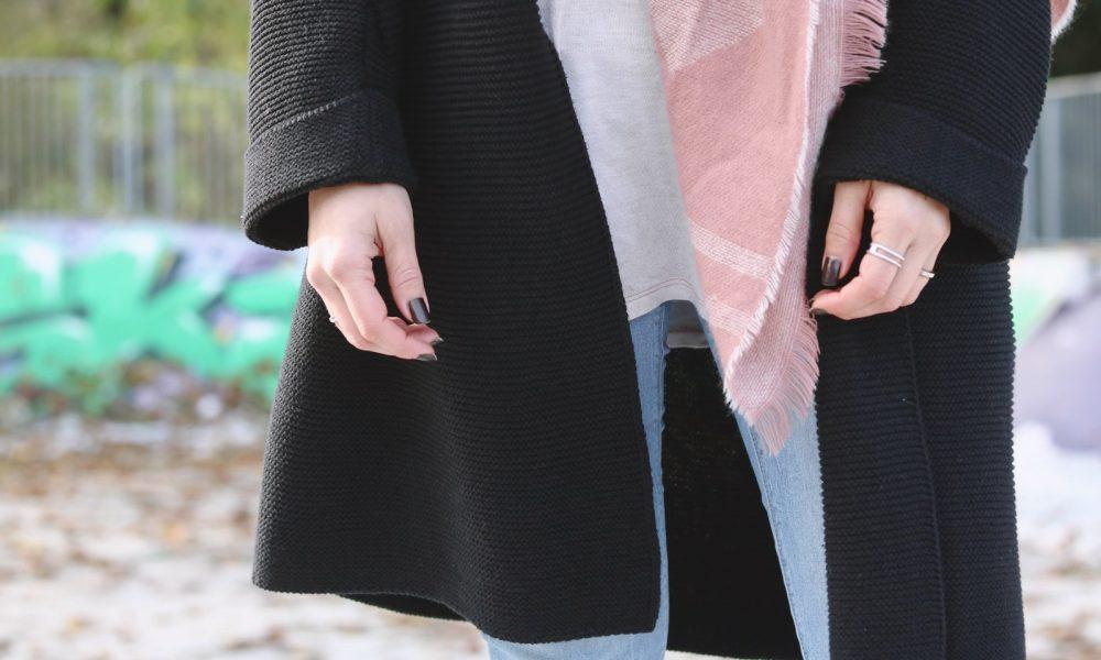 modeblogger-karlsruhe-outfit-herbst-skinnyjeans-rosa-schal-strickcardigan-reebok-classics-pearlized-metallic-23