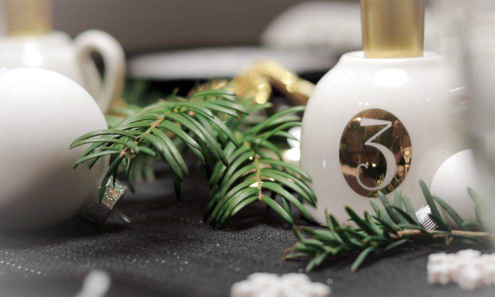 ediths-weihnachten-tischdekoration-advent-schwarzes-besteck-teller-gold-sterne-14
