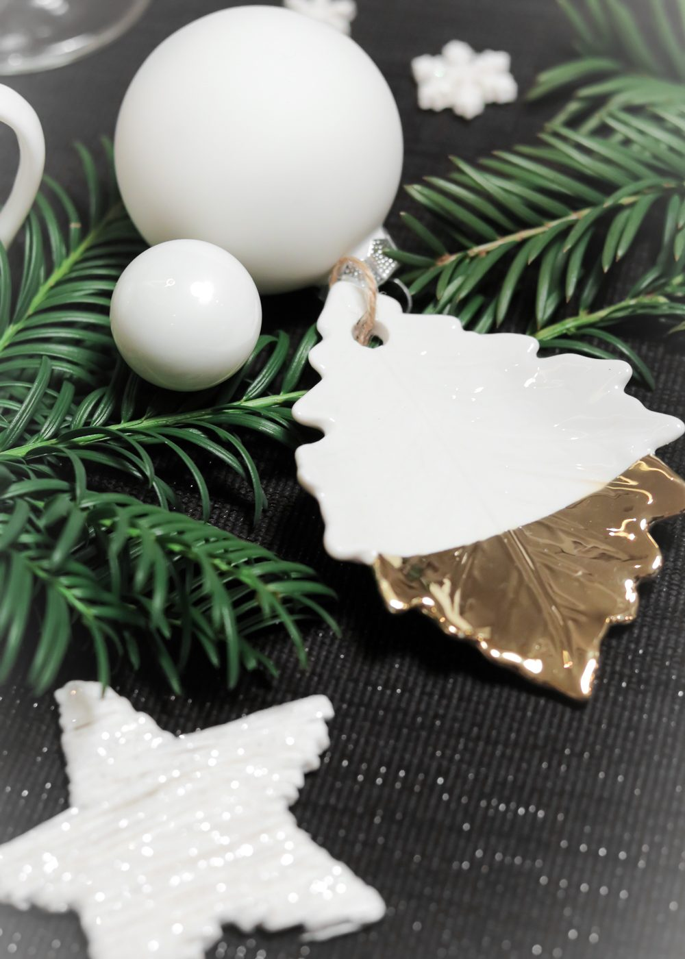 ediths-weihnachten-tischdekoration-advent-schwarzes-besteck-teller-gold-sterne-4