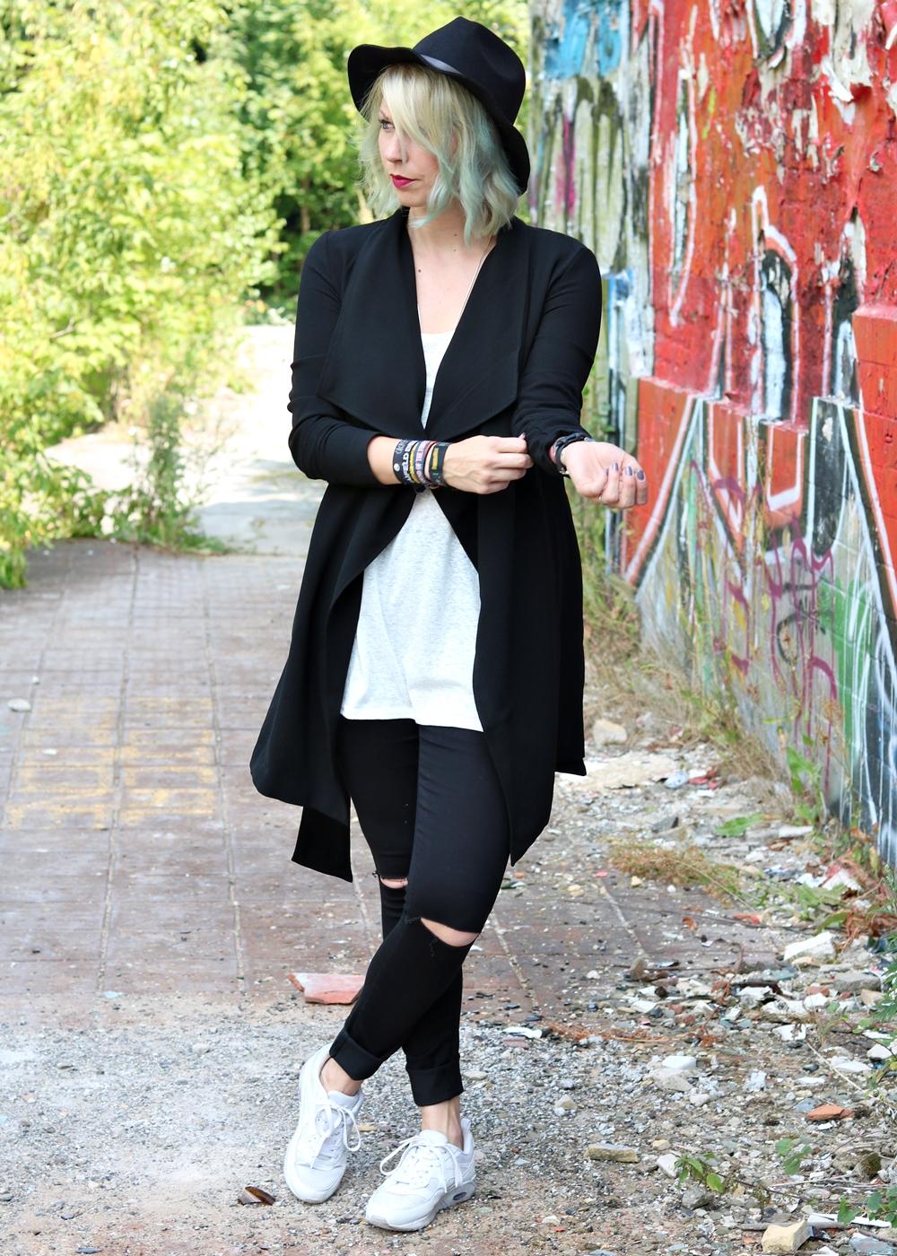 Fashionblogger Lost Places Outfit Jeans Berlin Weisse QdrshtC