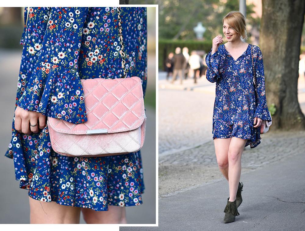 Outfit Reserved Blaues Kleid Mit Blumenprint Trompetenarmel